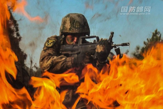 China's PLA soldiers take part in field training