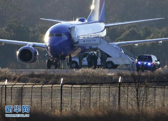 (国际)美两客机遭受炸弹威胁在战机护航下安全降落