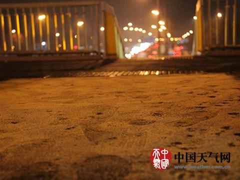 河南山东等多地迎初雪中东部天气湿冷