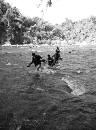媒体揭中国伐木工缅北逃离路:赤脚�河躲追捕