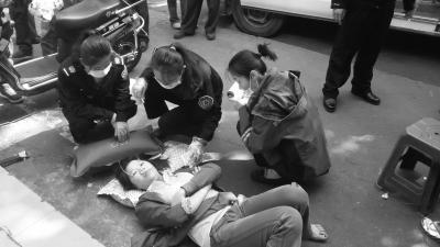 女子突发病倒下 同事及时拨120赢得抢救时间