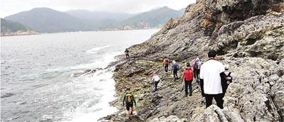 香港一女老师沿海岸边远足遭大浪卷入海溺毙