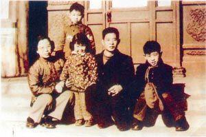 揭秘:胡耀邦4个孩子为何有3个姓氏?