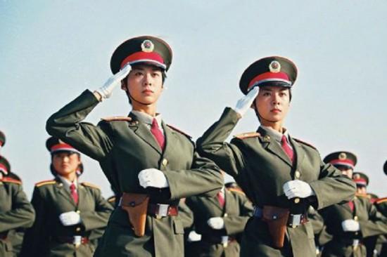 回族、土家族、朝鲜族、蒙古族等少数民族的30多名学员.走在这支女