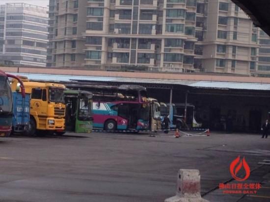 广东佛山顺德客运站3辆客车起火爆炸