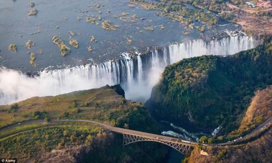 全球必去十大旅游地:长城布达拉宫在列