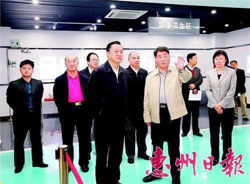 陈奕威等在中海油惠州炼化分公司调研。 本报记者黄俊琦 摄