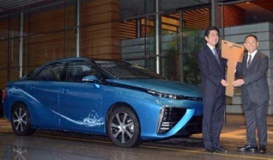 丰田新车请首相安倍代言 中国经销商叫苦不迭