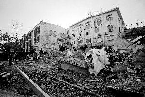 93號院內塌陷的大坑已經被水泥和沙土回填上。 張靜雅 攝