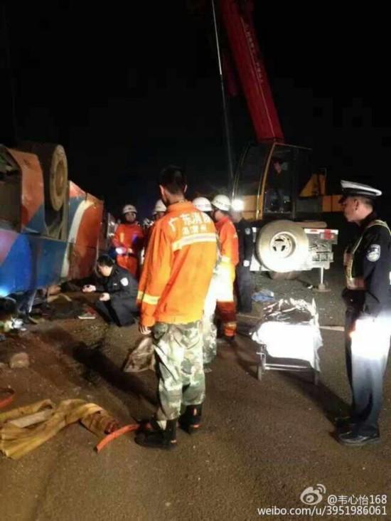 广州学生寒假包车返乡遇车祸 致2死10余人受伤