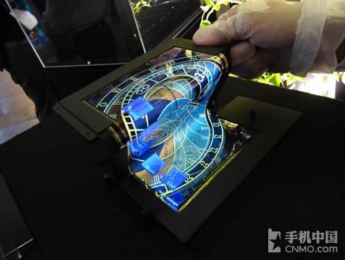 任意弯曲 LG塑料柔性屏将于7月份量产