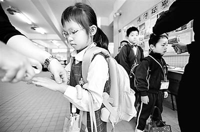 香港流感爆发近五年最严重老幼群体感染最多