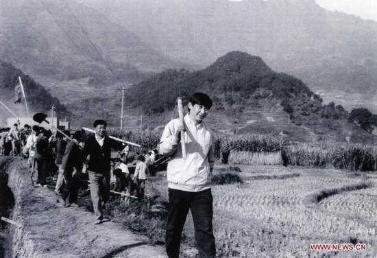 习近平彭丽媛恩爱家庭照片曝光