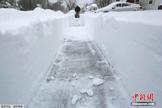 暴風雪襲美東北局部降雪90厘米災區展開善后(圖)