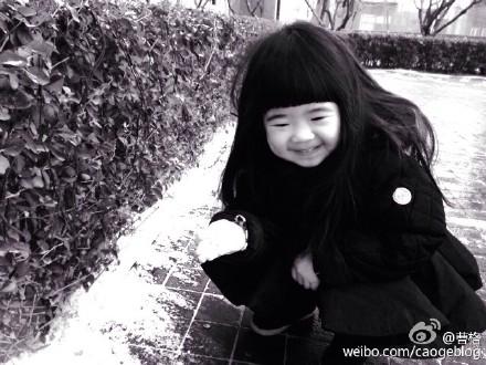 """姐姐Grace初见雪难掩兴奋之情 网友喊话""""来东北"""""""