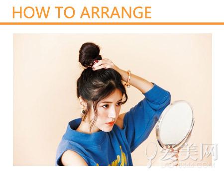步骤图解:     step 1:除刘海发丝以外头发集中扎成高发髻,位置