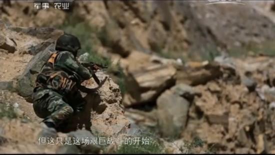 由于恐怖分子对地形不熟,走进了山谷的死胡同,武警边防官兵对其快速形成了包围。