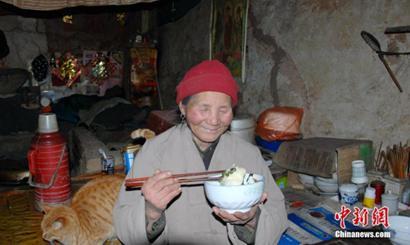 """83岁终南山""""茅棚隐士"""":与山为伴 与人为善"""