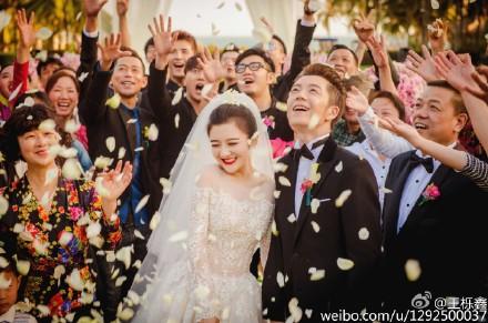 王栎鑫晒结婚照曝光新娘苏醒王铮亮等当伴郎(图)