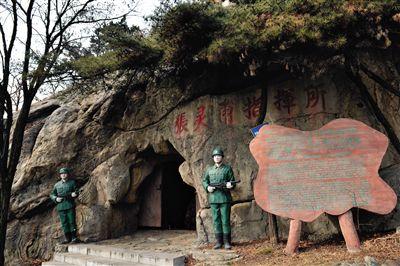 """山东省蒙阴县孟良崮景区""""张灵甫批示所"""",张道宇以为,这个""""批示所""""是假的。"""