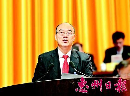 ▲昨日,劉耀輝向大會作常委會工作報告。