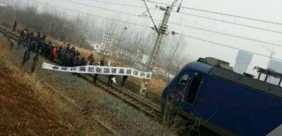 6 arrested for blocking tracks in Henan