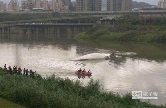 复兴客机坠落基隆河