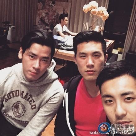 萧亚轩与小开男友疑同居 家中休闲照被曝光