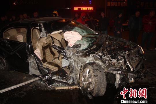 黑龙江齐齐哈尔一轿车与环卫车相撞致1死1伤