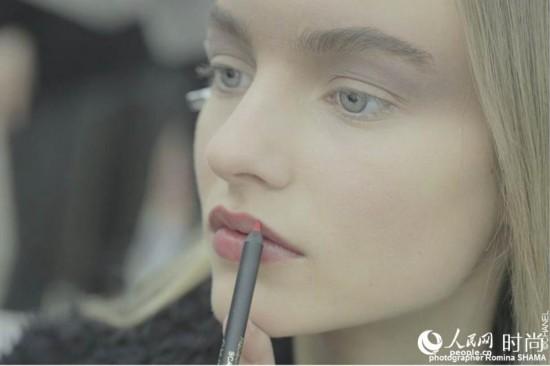 红唇黑纱尽显魅惑 香奈儿2015春夏高级定制发布会妆容