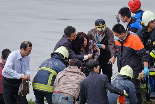 空姐去年换班逃过澎湖空难 今年客机坠河受重伤