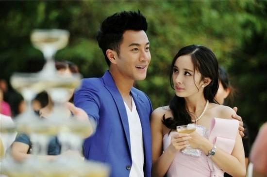 2013年,与杨幂合演电视剧《盛夏晚晴天》