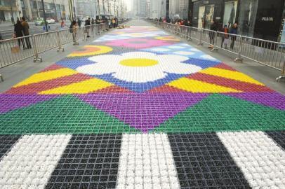 """""""糖果地毯""""长185米,宽7米,号称目前世界上最大。"""