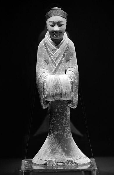 塑衣式彩绘男俑。