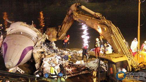 台湾复兴航空坠机事故已致36人遇难7人失联