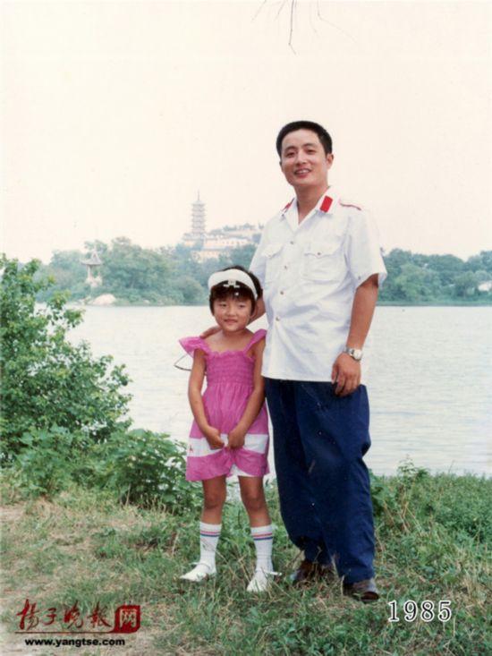 镇江一对父女连续35年同地点拍照留影演绎父爱传奇(组图)【6】