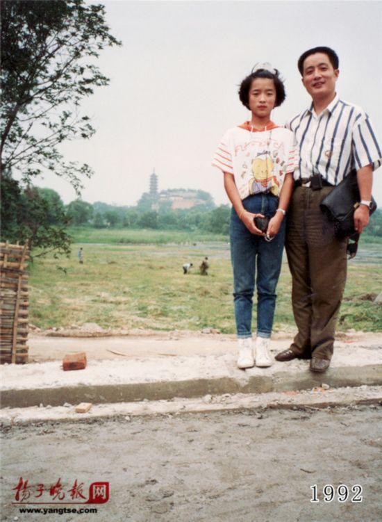 镇江一对父女连续35年同地点拍照留影演绎父爱传奇(组图)【13】