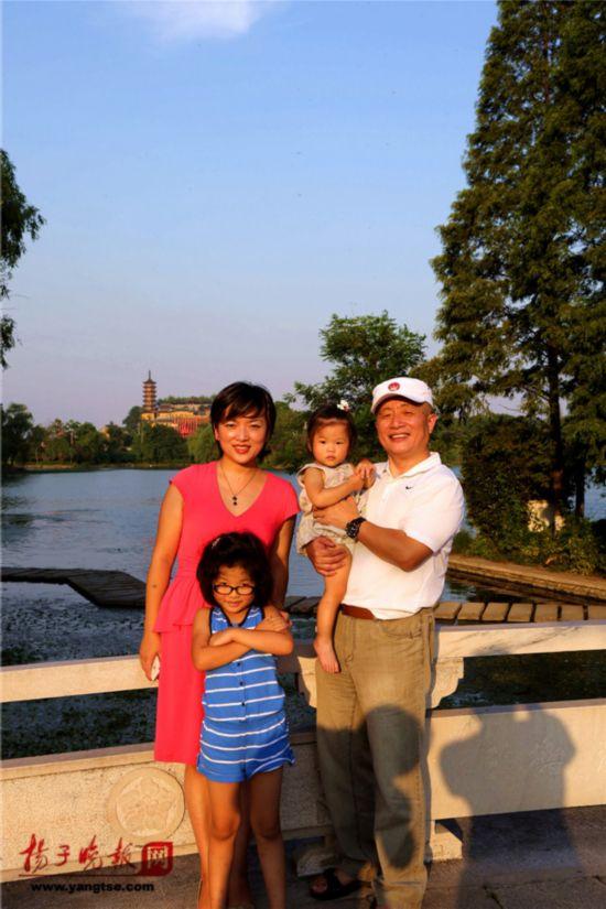 镇江一对父女连续35年同地点拍照留影演绎父爱传奇(组图)【34】