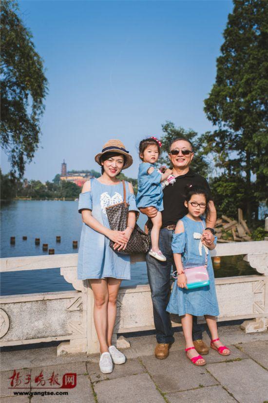 镇江一对父女连续35年同地点拍照留影演绎父爱传奇(组图)【35】