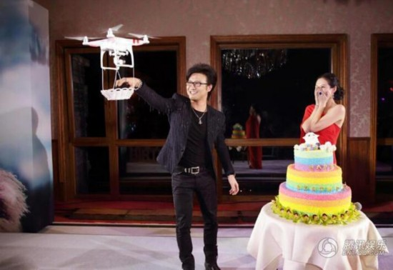 汪峰求婚蛋糕丑哭了? 盘点明星婚礼中最美蛋糕
