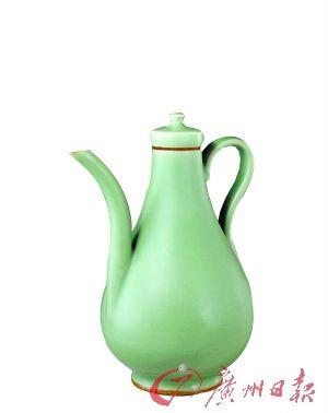 元龙泉窑青釉梨形带盖壶