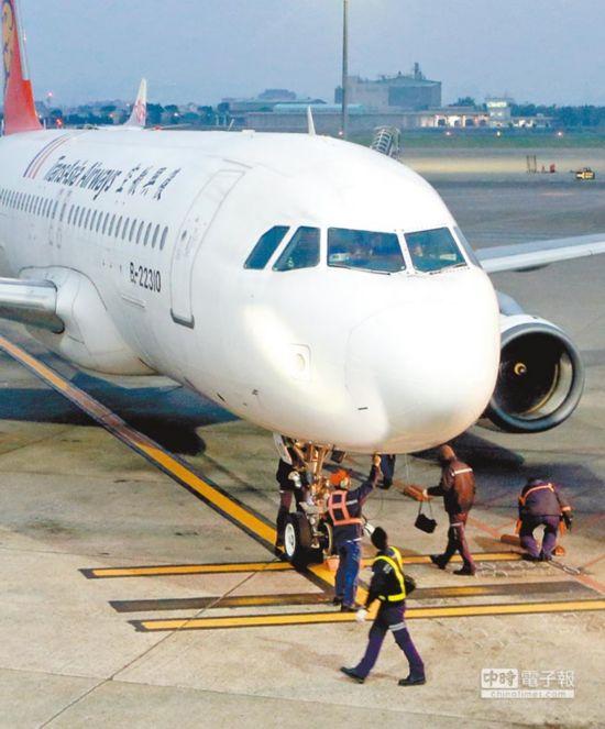 台湾机师培训不满1年就飞 经验备受考验
