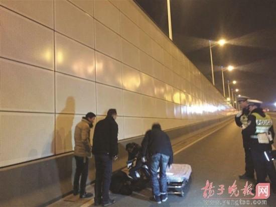 南京警方夜查酒驾 男子弃豪车跳下10余米深隧道