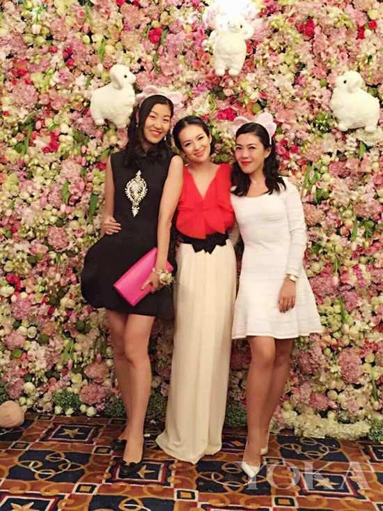 章子怡与时尚集团总裁苏芒、芭莎能量总裁景璐亲密合影