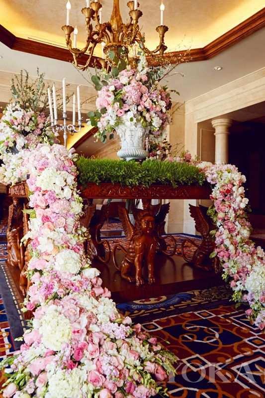 求婚派对现场roseonly美美的鲜花所环绕