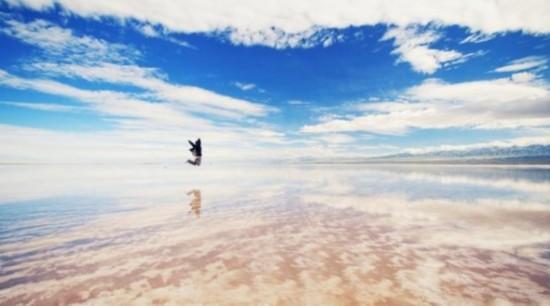 """中国版""""天空之镜"""" 如梦如幻的茶卡盐湖"""