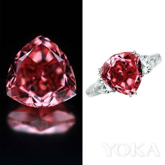 1990年代中期,一名巴西农夫发现了一块13.90克拉重的钻石,随后便被切割成了这颗珍罕的穆塞耶夫红钻(Moussaieff Red)