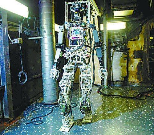 美军舰将配备机器人消防员 可穿过复杂舱门