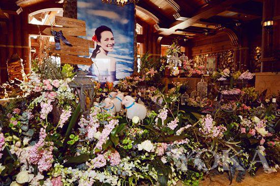 roseonly精选多种进口花材打造豪华花墙