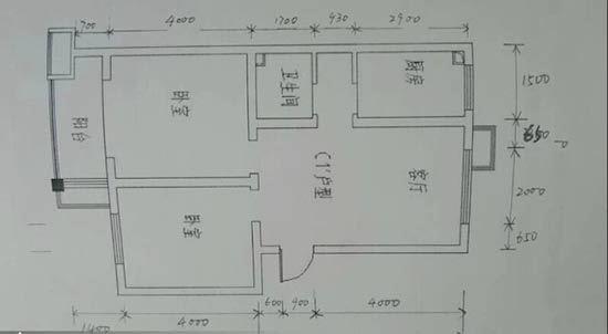 在前期设计中,必须还要做的一件事,那就是对自己的房间进行一次详细的测量,测量的内容主要包括: 1、明确装修过程涉及的面积。特别是贴砖面积、墙面漆面积、壁纸面积、地板面积; 2、明确主要墙面尺寸。特别是以后需要设计摆放家具的墙面尺寸。顺道提醒大家,开工之前不要忘记去物业办理开工手续,交纳装修押金。